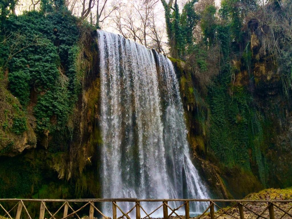 Monasterio de Piedra falls