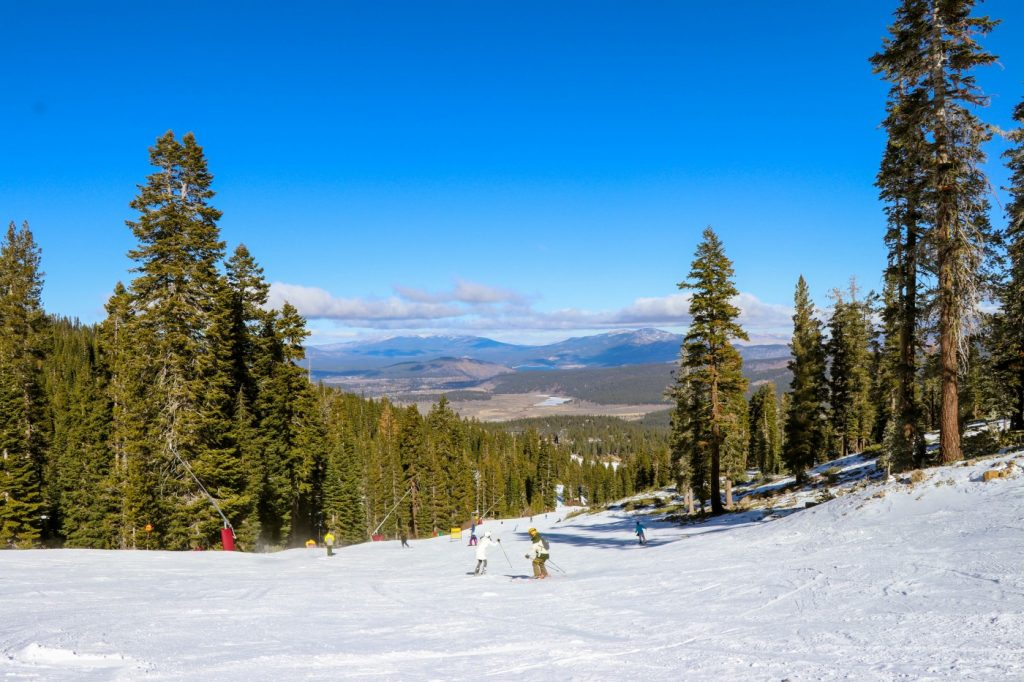 Winter Wonderland: Skiing in Lake Tahoe at Heavenly and Northstar